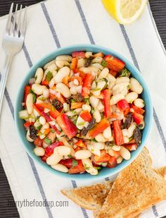 High Protein White Bean Salad that's healthy and vegan. High in fiber, vitamins A, C, E, B2 and B6 as well as iron and calcium. Easy to make in under 10 minutes. | hurrythefoodup.com