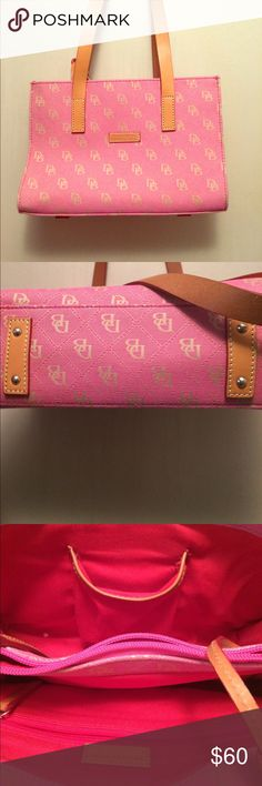 🎉one day sale🎉Dooney & Bourke bag EUC no signs of wear pet friendly Dooney & Bourke Bags
