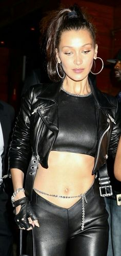 Bella Hadid wearing a leather outfit | Bella Hadid streetstyle | #bellahadid #style #fashion #models