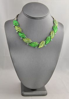 VINTAGE Jewelry LISNER SHADES OF GREEN GLOWING LUCITE LEAF NECKLACE RHINESTONES