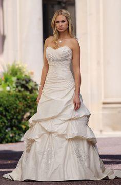A-Line Sweetheart Chapel Train Taffeta Wedding Dress (W440)