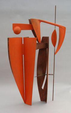 Red Catch -Fran Glwyfo (Wounded Crow) – Simon Gaiger – Verre et de vitrailes Sculpture Metal, Abstract Sculpture, Contemporary Sculpture, Contemporary Art, Sculptures Céramiques, Nature Artists, Land Art, Art And Architecture, Ceramic Art