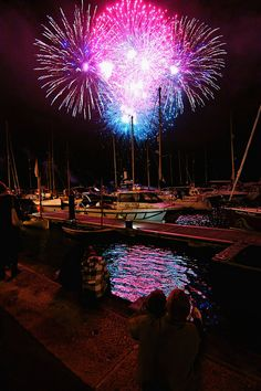 Poole Harbour Fireworks, Nov 5th 2010 | Flickr - Photo Sharing!