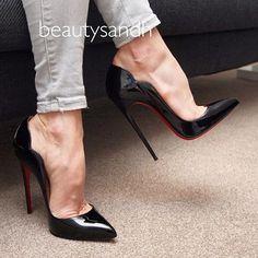 427 отметок «Нравится», 5 комментариев — @abracadabraistanbul в Instagram: «@bplaka #foot #shoe #legs #leg #toering #stiletto #fishnet #nylon #luxury#louboutin #fashion #ayak…»