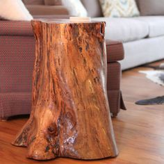 stump table DIY DIY tree stump table - I happen to have a tree stump in my garage, drying out, just to make a project like this!DIY tree stump table - I happen to have a tree stump in my garage, drying out, just to make a project like this!