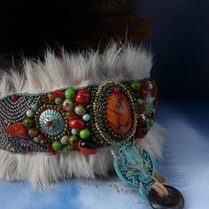 www.cewax.fr aime ces bracelets manchette en perles fourure style ethnique tendance tribale chic Le temps des loups,  collier créateur,pièce unique
