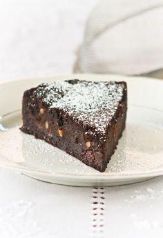 torta di paesana , torta di pane, amaretti e cioccolato