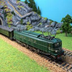 #locomotive #electrique #ROCO échelle #HO #SNCF. A retrouver très prochainement sur le http://www.latelierdutrain.com