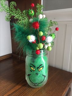 Grinch jar Artificial fir tree as Christmas decoration? A synthetic Christmas Tree or perhaps a real one? Grinch Christmas Party, Christmas Mason Jars, Christmas Birthday, Christmas Time, Grinch Party, Xmas Crafts, Christmas Projects, Grinch Christmas Decorations, Christmas Ornaments