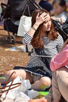 ○パンチラ - みちゃダメ!だって! Japan Woman, Sexy Stockings, Sexy Asian Girls, Womens High Heels, Underwear, Poses, Legs, Skirt, Blue
