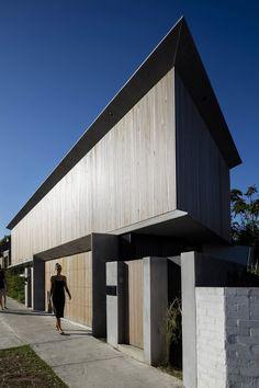 PORTFOLIO — James Garvan Architecture Architectural Digest, Newport House, Roof Edge, Interior Minimalista, Timber Cladding, Australian Architecture, House Photography, Facade Architecture, Beautiful Interiors