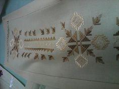 Alıntı Bargello, Needlepoint, Embroidery Designs, Needlework, Cross Stitch, Hair Accessories, Creative, Handmade, Crossstitch
