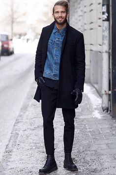 All Men's Fashion Trends 2018 - An Overview - Men's Style Mode 2018 Trends, Fashion Trends 2018, Calvin Clein, Casual Winter Outfits, Men Casual, Casual Boots, Black Overcoat, Herren Winter, Black Chinos