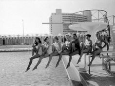 lisa-larsen-fashion-models-wearing-swimsuits-at-the-eden-roc-swimming-pool