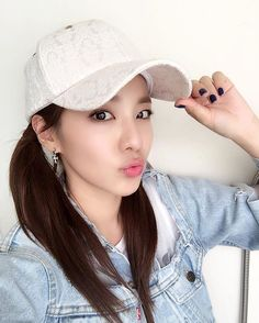 Selfie #듀카이프 #dukaaif Kpop Girl Groups, Korean Girl Groups, Kpop Girls, Sandara 2ne1, Sandara Park Fashion, Dating Quotes Just Started, Chaelin Lee, 2ne1 Dara, Lee Chaerin