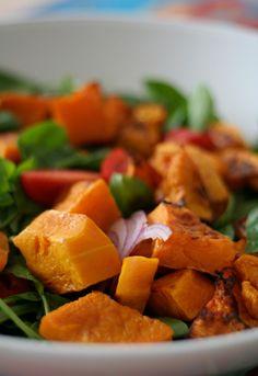 Esta es una deliciosa ensalada de calabaza preparada con la calabaza de castilla, ideal para el mes de octubre. Pruébala, te encantará.