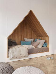 Entre sua estrutura, foi feito um corte para criar um recanto de madeira onde a cama foi instalada. O desenho forma uma espécie de casinha e ali, além da criança poder dormir, ela pode assistir à televisão que fica logo em frente.