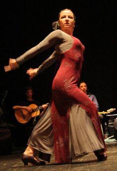 Sabina Todaro, maestra amica, artista fantastica e insegnante meravigliosa! il #flamenco non ha più segreti con lei! http://www.ilmosaicodanza.it/