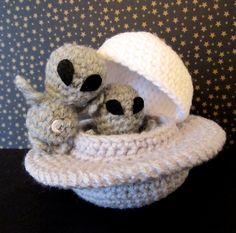 Crochet Pattern: Amigurumi UFO Grayboy & Spacecraft von Yarnington