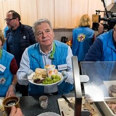 Former German President Joachim Gauck hands out food to the homeless at Berlin Zoo