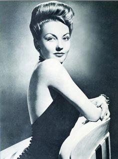 Actress Lynn Bari, 1943 - great hair height. #vintage #1940s #hair #actresses