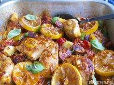 Roasted tomato chicken with garlic Roasted Tomatoes, Lemon Chicken, Chorizo, Paella, Garlic, Favorite Recipes, Dinner, Vegetables, Ethnic Recipes