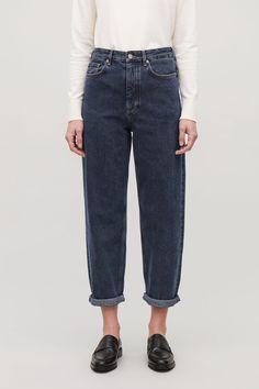 Model side image of Cos tapered leg jeans in blue Wardrobe Sale, Small Wardrobe, Fashion Brenda, Tapered Jeans, Black Trousers, High Waist Jeans, Work Wear, Mom Jeans, Denim
