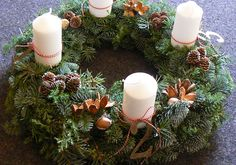 Advent wreath with winter greenery Advent Wreath Candles, Christmas Advent Wreath, Christmas Flowers, Holiday Wreaths, All Things Christmas, Winter Christmas, Christmas Time, Christmas Crafts, Holiday Decor