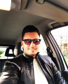 "225 mentions J'aime, 1 commentaires - • Vittorio Messaggio ® • 🇮🇹 (@vittoriomes) sur Instagram : ""🚘😎🔙 #monday #sun #selfie #istamoment #ontheroad #inthecar #sunglasses #leatherjacket #instalike…"""