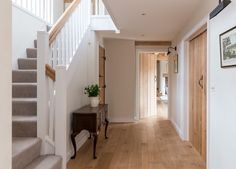 Border Oak Farmhouse ~ Hallway design similar to my hallway – carpet stairs Style At Home, Border Oak, Oak Frame House, Flur Design, Hallway Flooring, Laminate Flooring, Hallway Inspiration, Design Inspiration, Oak Doors