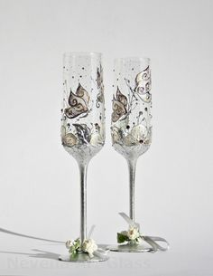 Wedding Glasses Butterfly and Flowers Vanilla by NevenaArtGlass, $59.80 #wedding #flutes #glasses