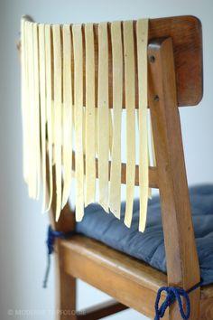 Nudeln auf Stuhllehne