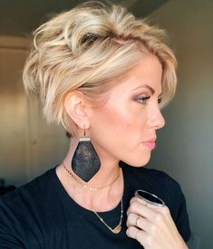 Cool Short Hairstyles and Haircuts Ideas for 2019 . The best short haircuts are presented in this article. Short Curly Hairstyles For Women, Best Short Haircuts, Short Hair Cuts For Women, Curly Hair Styles, Cool Hairstyles, Hair Day, New Hair, Pelo Multicolor, Great Hair
