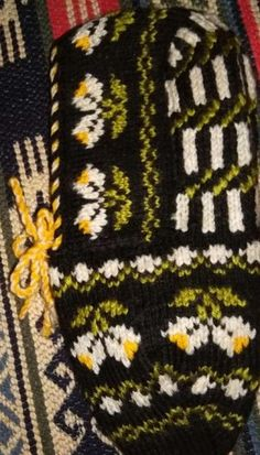 Moda Black, Moda Emo, Piercings, Friendship Bracelets, Blanket, Etsy, Crochet, Perfect Brows, Dressmaking
