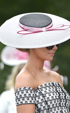 Best Hats from Royal Ascot Ranked Pork Pie Hut, Royal Ascot Hats, Accesorios Casual, Race Wear, Types Of Hats, Races Fashion, Gothic Fashion, Fashion Fashion, Fashion Brands