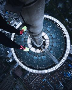 Terrifying Rooftop Photography From The Futurescapes of Shanghai by Jennifer Bin Urban Photography, Street Photography, Load Bearing Wall, City Architecture, Love At First Sight, Cool Wallpaper, Shanghai, Hanging Out, Cool Photos