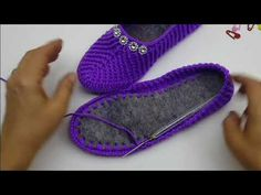 Knit Booties Models - Canım Anne - We shared beautiful female booties models, baby booties models for you here. Crochet Slipper Boots, Crochet Sandals, Knitted Booties, Crochet Shoes, Crochet Slippers, Baby Booties, Crochet Baby, Free Crochet, Knit Crochet