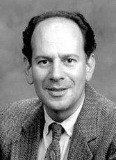 David Ausubel. 1918-2008 Psicólogo estadounidense, autor de la teoría del aprendizaje significativo y precursor del constructivismo. Su teoría gira en torno al proceso por el cual el alumno asimila y comprende las realidades que le rodean basándose en experiencias y conocimientos anteriores. De esta manera, el aprendizaje depende de lo que ya sabe el alumno y de su propia interpretación, y no tanto de la repetición sistemática de frases y procedimientos inconexos a experiencias anteriores.