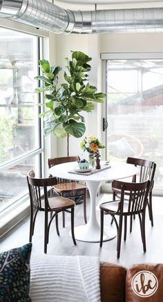 White Marble Tulip Table - bistro apartment decor #apartmentdecor #apartment #homedecor #diningroom