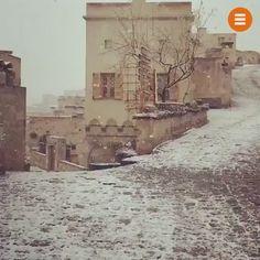 """Gezlist Twitter'da: """"ve masallar diyarında kar başlar; #Uçhisar Nevşehir ❄️ 😍 [Video: @kucukoteller] https://t.co/bcn1VQVCyh"""""""
