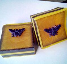 Honey soap #handmadesoap #bees #honey #blackandyellow #meltandpour #rimmedsoap