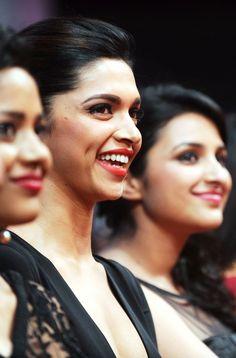 Deepika at the Filmfair Nominations night 2013 Indian Actress Photos, Indian Film Actress, Prettiest Actresses, Beautiful Actresses, Bollywood Celebrities, Bollywood Actress, Tamil Actress, Deepika Padukone Style, Indian Star
