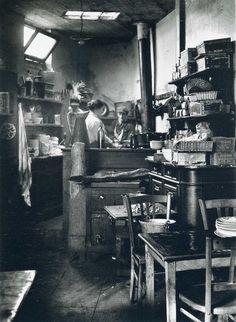 André Kertész - Cuisine de bistrot, Paris, 1927.