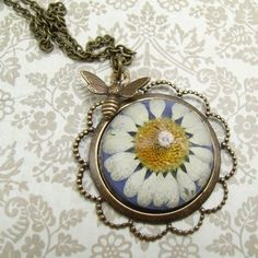 Unique Daisy and the Bee necklace £13.00
