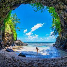 Take me to Hawaii! Hidden away in Kauai, Hawaii Kauai Hawaii, Hawaii Vacation, Hawaii Travel, Dream Vacations, Vacation Spots, Maui, Hawaii Beach, Hawaii Usa, Italy Vacation