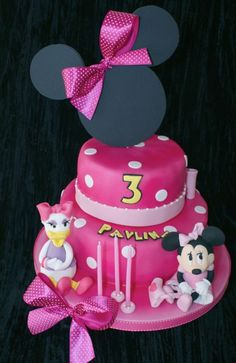 minnie mouse cake, love this with Daisy Duck!