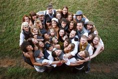 32 Ideas for wedding photography bridal party group poses family photos Large Group Photos, Large Family Portraits, Large Family Poses, Family Picture Poses, Group Pictures, Family Posing, Big Group, Large Group Posing, Picture Ideas