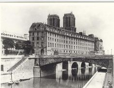 image by Charles Marville between showing the Hotel-Dieu, founded in the year 651 -the oldest hospital in the city of Paris -before it was rebuilt on the other side of Notre Dame in 1868 Pont Paris, Paris Cafe, Tour Eiffel, Old Pictures, Old Photos, Paris France, Parisian Architecture, Old Hospital, Ile Saint Louis