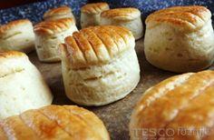 Tyúkzsíros pogácsa Scones, Hamburger, Muffin, Bread, Cheese, Breakfast, Food, Tej, Erika