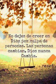 No dejes de creer en Dios por culpa de las personas... Las personas cambian, Dios nunca cambia... /Frases ♥ Cristianas ♥